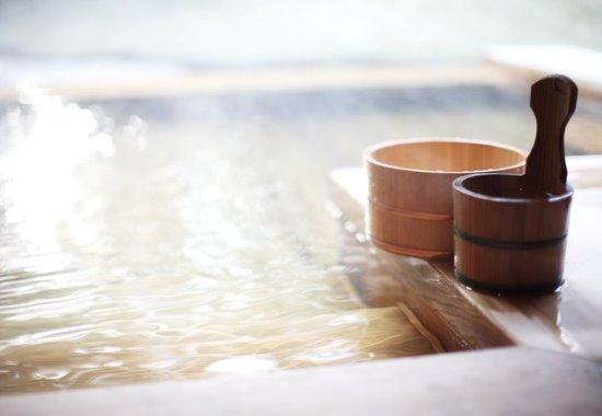 При каких проблемах со здоровьем лучше посещать сухую сауну, а при каких - влажную баню?